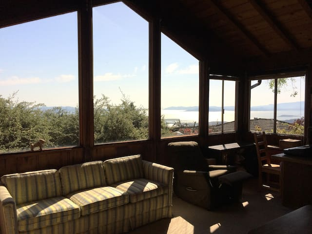 Berkeley Hills house with garden and view