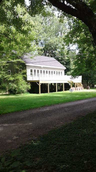 Side view of the cottage, beautiful flat piece of land perfect for family get-togethers.
