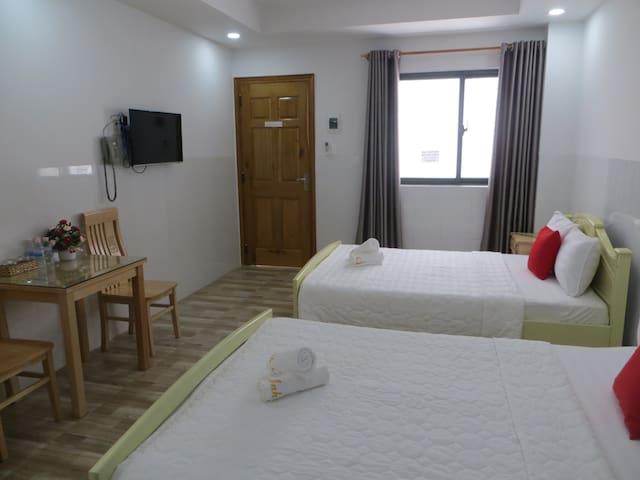 Anh Chien hotel- Standard Twin - Nha Trang beach