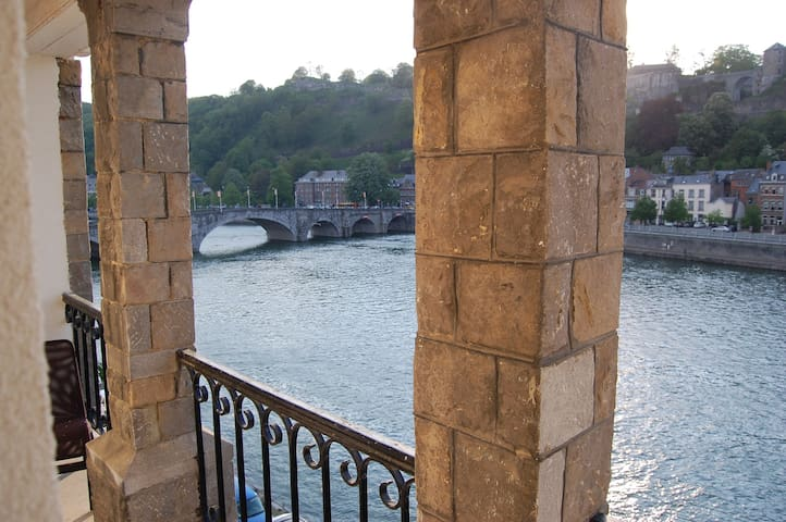 Large room with outstanding view on Citadelle - Namur - Townhouse