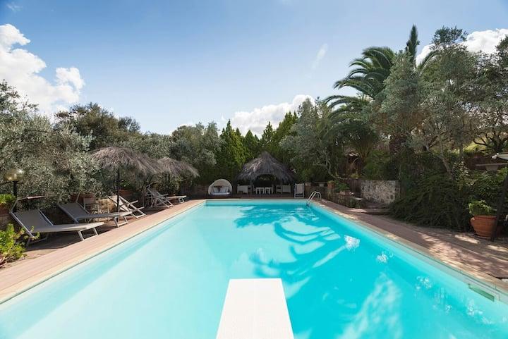 """""""Villa Ginestra"""" romantica  bambini, mare ,piscina"""