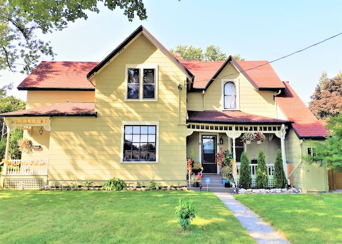 A Beautiful Heritage Home Away From Home For You !