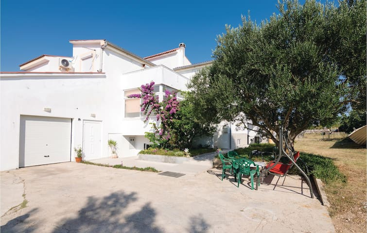 Holiday apartment with 2 bedrooms on 85m² in Razanac