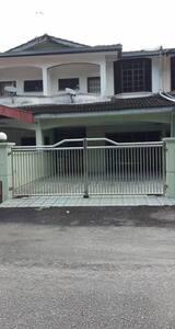 Sugu Taman Setia House