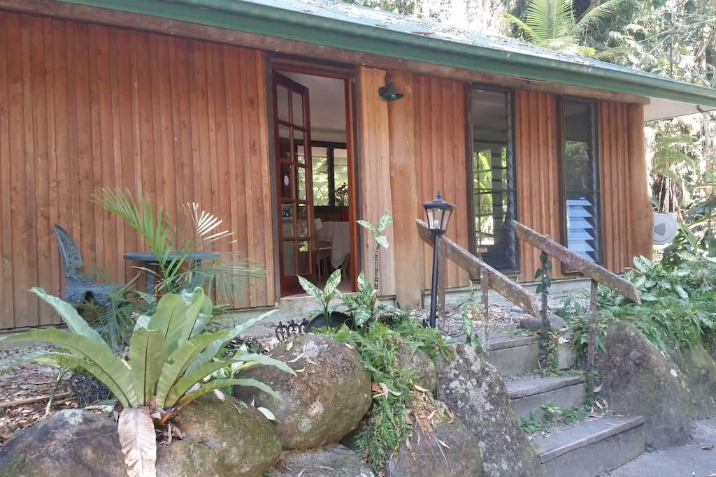 Self contained cosy rainforest cabin