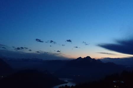 Über den Wolken... Rigi-Kaltbad - Weggis - Inap sarapan