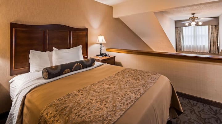 Swanky Suite Superior Double Bed At Lewisburg