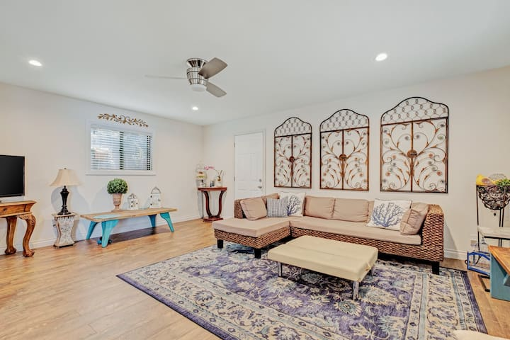 Lovely dog-friendly house w/ gas grill, inviting beachy feel - walk to ocean!