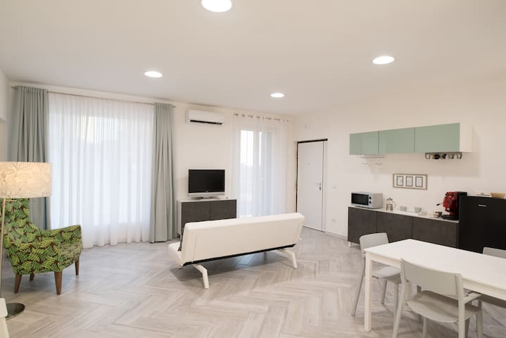Mary Jane's Terrace - Loft just 10 min from Naples