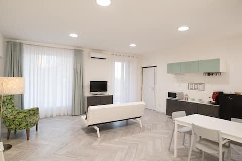 Mary Jane's Terrace - Loft just 10 min from Naples