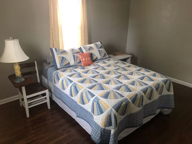 Private bed/bath with basement near UE