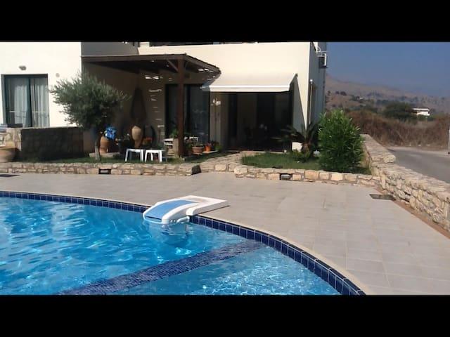 Perfekt feriebolig på Kreta. - Paralia Kourna - House