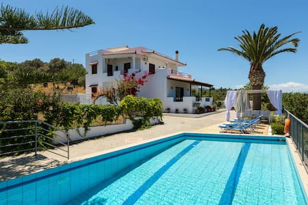 Aetos, Renovated Villa Near the Sea - Rethymno