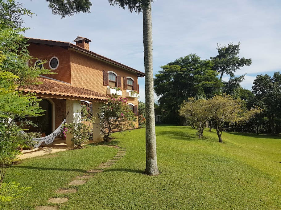 Casa de campo com piscina e 5 quartos / Country house with swimming pool and 5 bedrooms