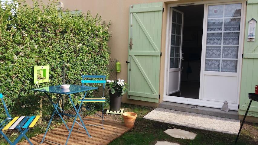 Appartement en rez de chaussée avec cour-parking - Courseulles-sur-Mer