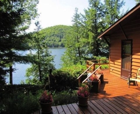 Charmant chalet/Peaceful cottage on beautiful lake