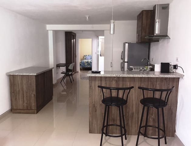 Petit 1 bedroom Apartment-Sleeps 2
