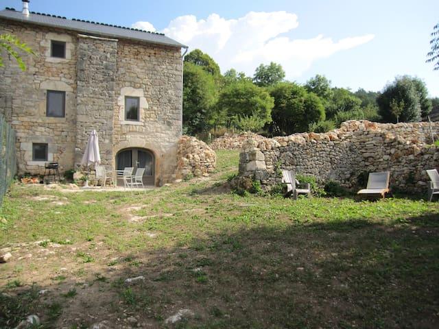 Maison Caussenarde 4* entre Aveyron et Lozere - La Tieule - House