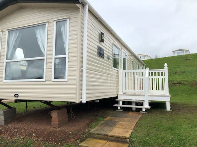 3 Bed 8 Berth Caravan & Decking, Devon Cliffs