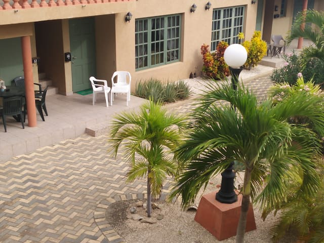 Dream 1-bdr. Condominium close to the beach!