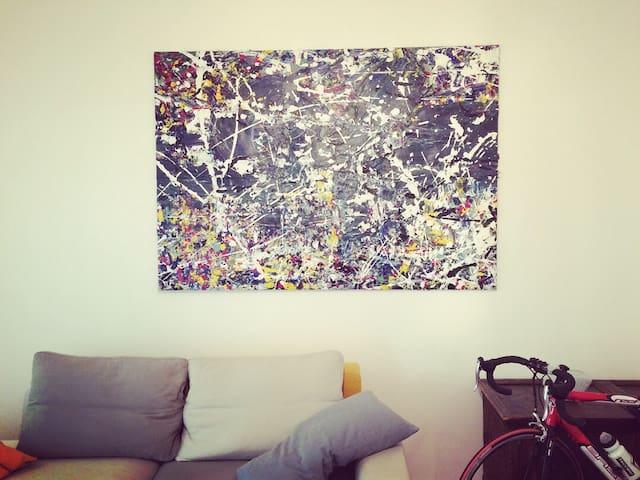 Camera in appartamento ampio e moderno in centro