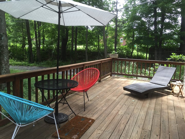 Sunny Loft 10 min to Woodstock/restaurants/bars