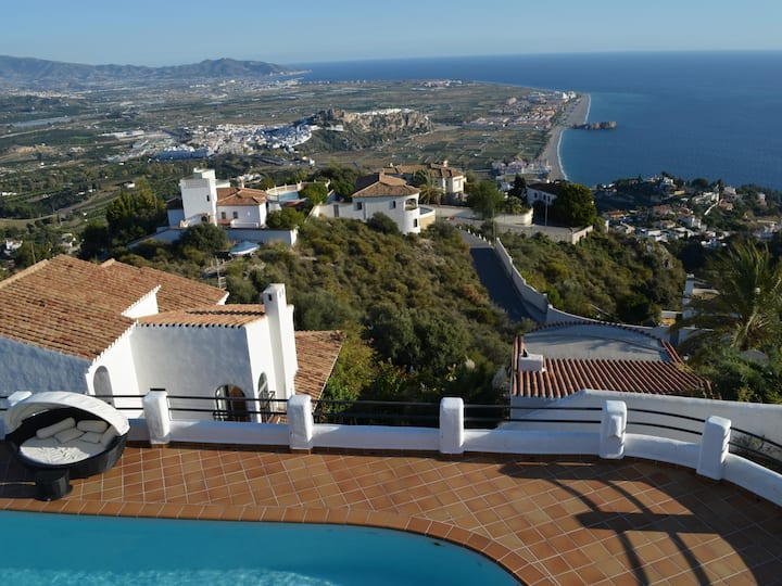 Stunning Villa with beautiful views and private pool