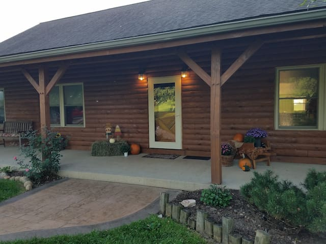 Excellent Fall Family get Away @Mohican Log Heaven