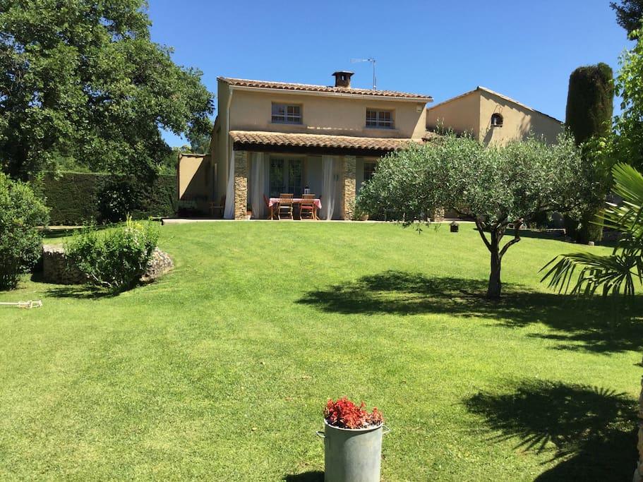 villa proven ale avec piscine villas for rent in saint quentin la poterie languedoc. Black Bedroom Furniture Sets. Home Design Ideas