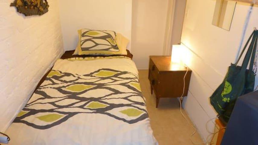 Very Small Private Room, Convenient Location - Washington - Daire