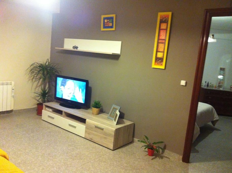 sala de estar con un sofa extensible+2 individuales- living room