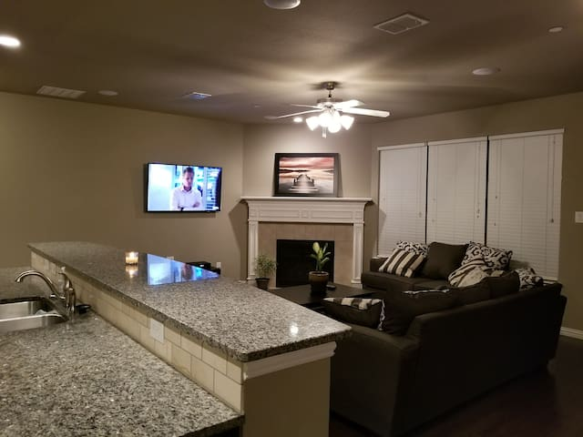 Spacious TownHome located minutes to Dallas/Frisco