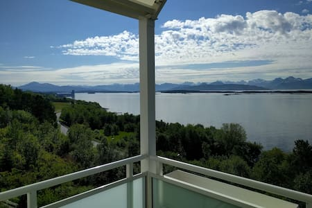 Big apart. with spectacular view 2 km from Molde - Molde