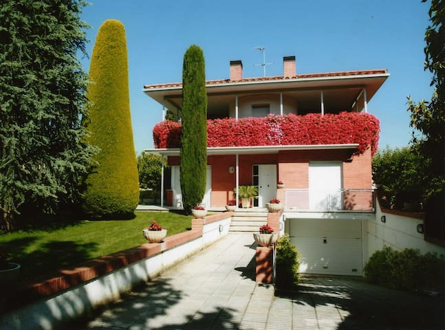 Lovely house 200m from the lake - Banyoles - Dům