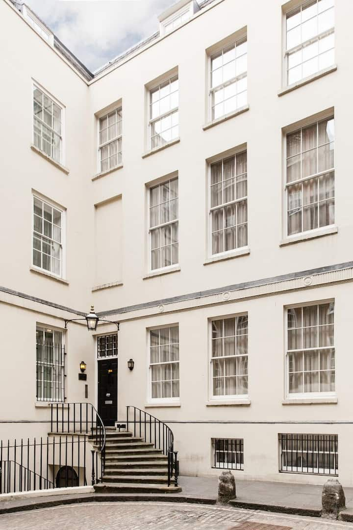 Spacious Studio Apartment - Cannon Street