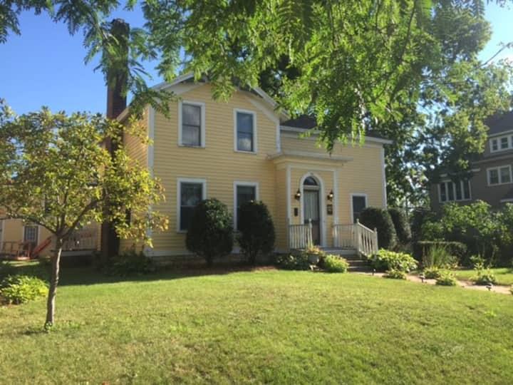 Bentley-Wheeler B&B - GUEST HOUSE