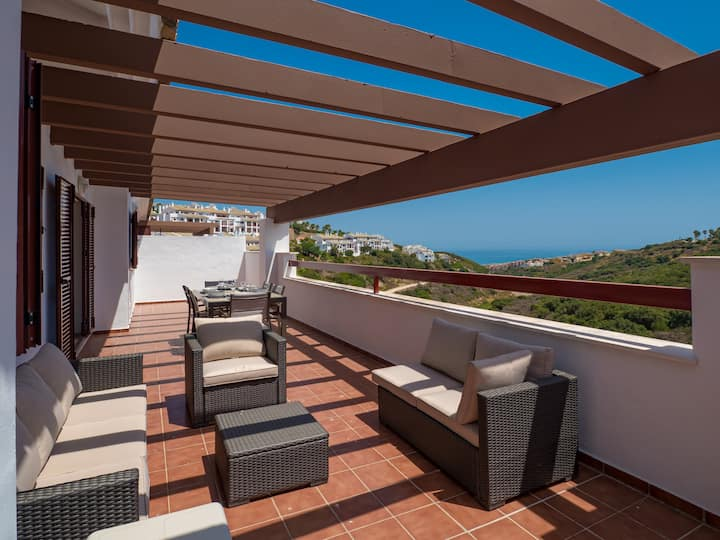 2294-Superb penthouse sea/golf view, big terrace