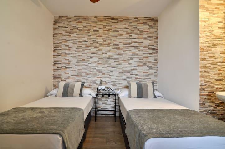 Habitación 2 camas Baño Compartido Hos.Los Ángeles