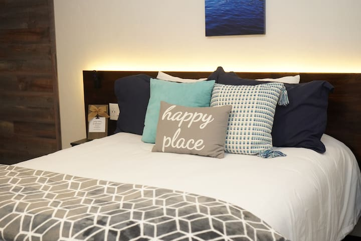 Modern Double - Stay, Play and Explore Downtown
