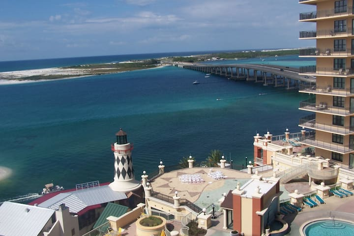 SPECTACULAR 3Bdrm/2 Bath OVERLOOKING DESTIN HARBOR - デスティン - 別荘