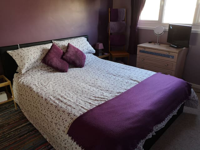 Welcome double + single in Crawley nr Gatwick.