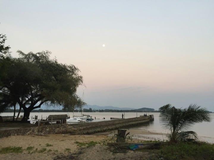 บ้านริมเล จันทบุรีติดทะเลเล่นน้ำได้