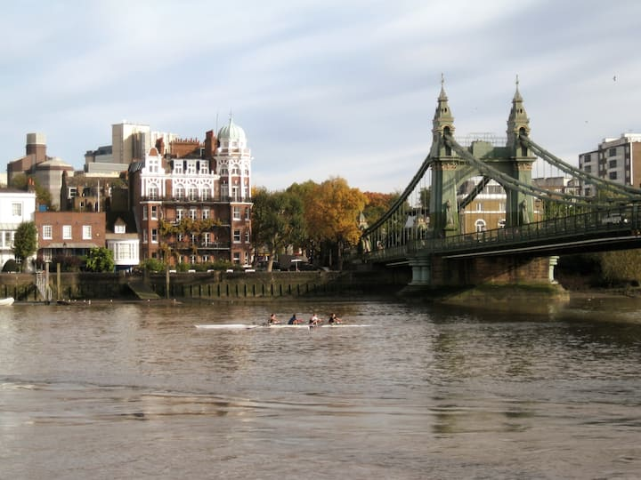 Iconic, Hammersmith bridge