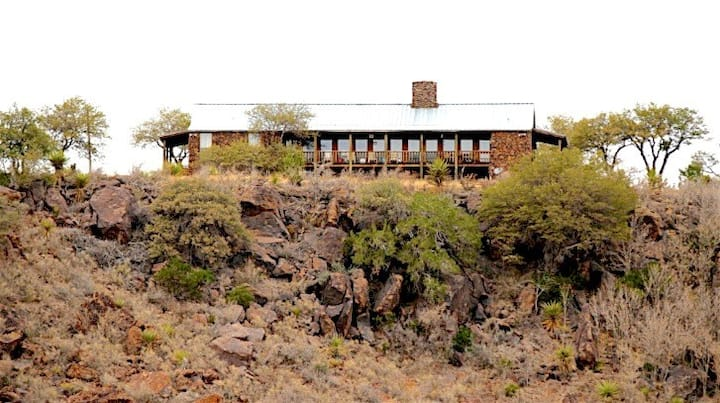 """Luxury Hunting Cabin """"On The Rocks"""""""
