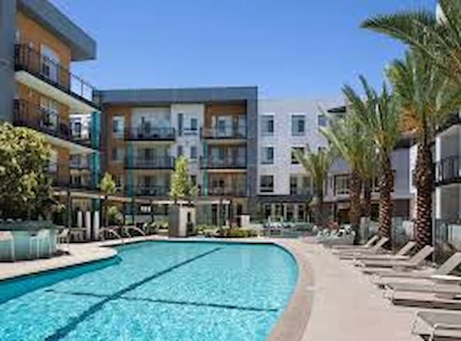 Large 2BR/2BA 1200sf place 5 Min to Disneyland