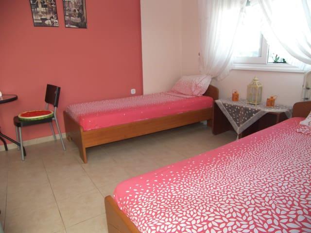 Studio 27 τμ. με 2 +1 κρεβάτια. Δίπλα στη θάλασσα
