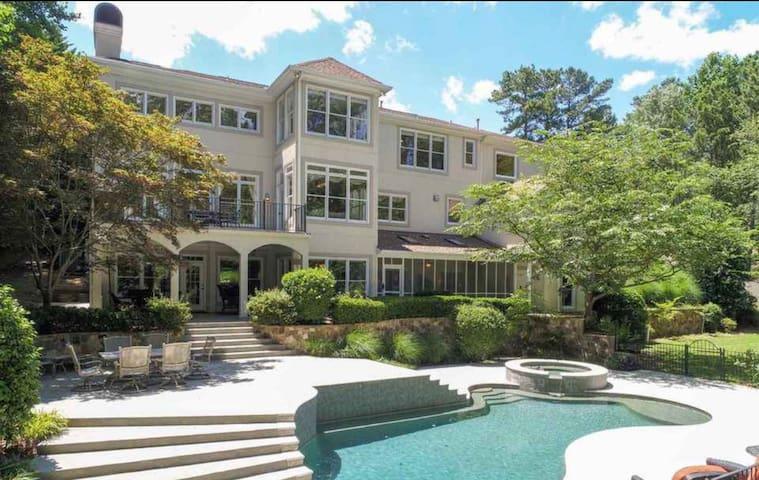 Margarita Manor private luxury on Lake Lanier