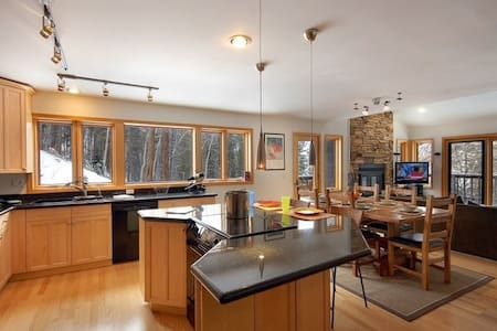 Secluded West Vail - With Private HotTub
