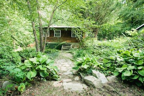 Sugar Hollow Cottage Near Asheville