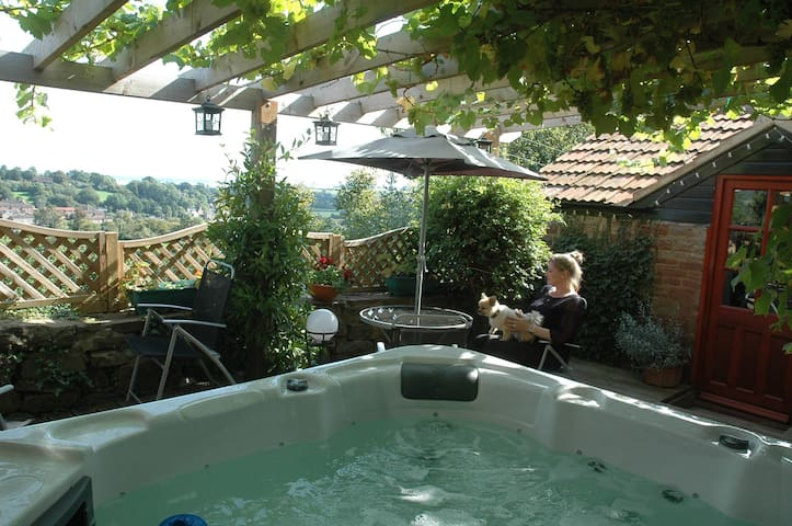 Tallet Hillside Cottage & Jacuzzi - Gloucestershire